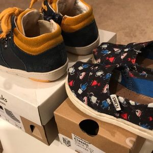 TOMS Shoes - 👶🏻Baby boys' shoes -Clarks size 6.5, Toms size 6